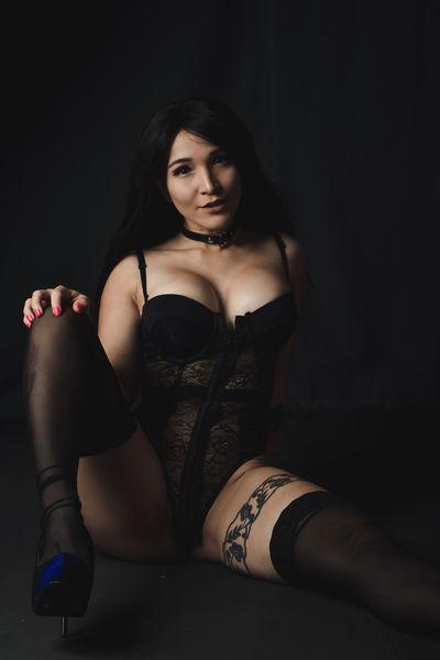 April Mayes - Escort Girl