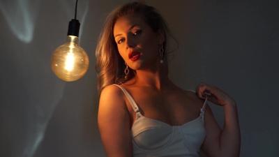 Ashta May - Escort Girl