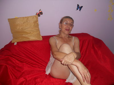 Evelyn In Heat - Escort Girl