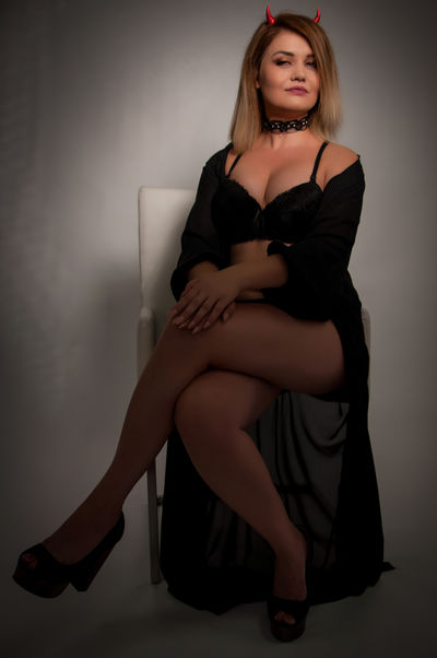 Karrie Brielle - Escort Girl