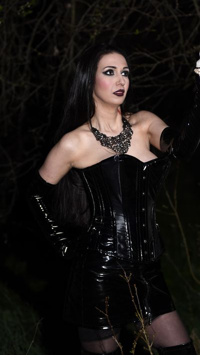 Luna Magistra - Escort Girl