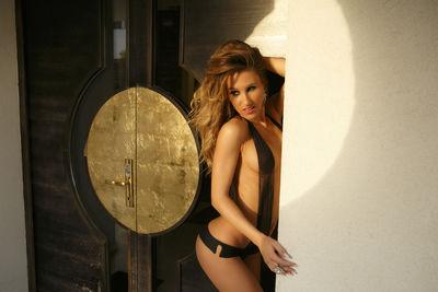 Lynd Aholic - Escort Girl
