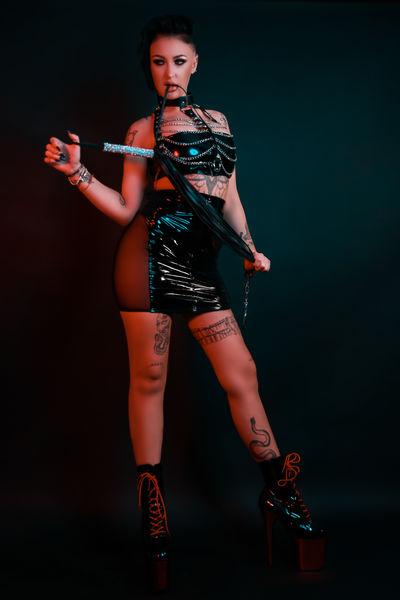 Maze Inks - Escort Girl