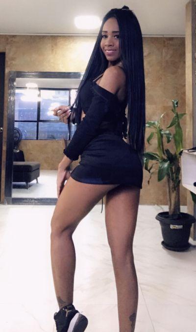Nahomy Saens - Escort Girl