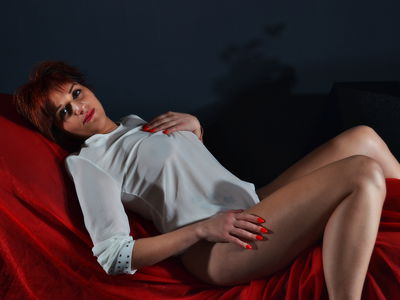 Evelyn Claire - Escort Girl