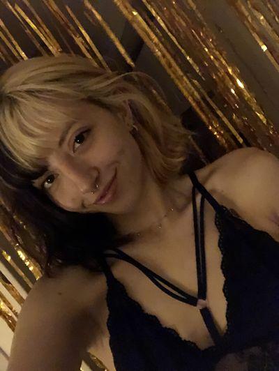 Hana Spring - Escort Girl
