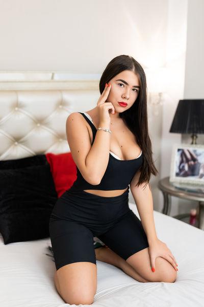 Jolie Mia - Escort Girl