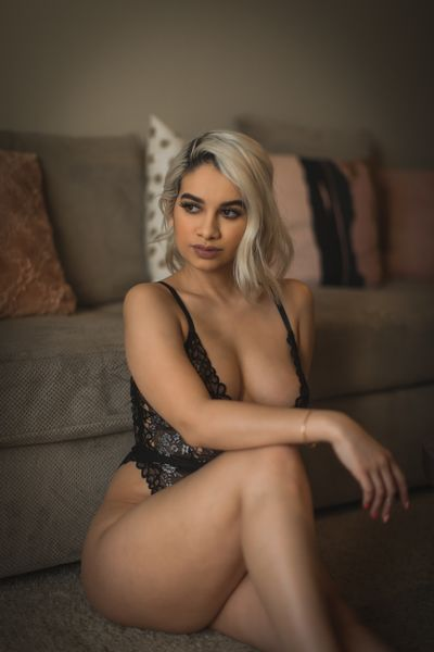 Liv Alvarez - Escort Girl