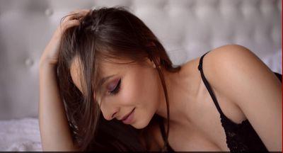Nyva Parys - Escort Girl