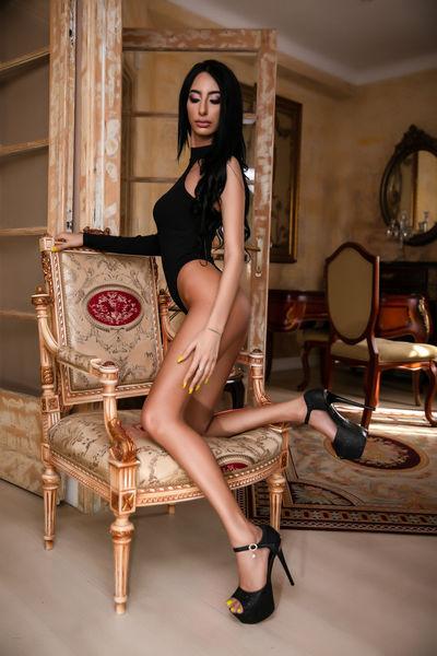 Yanisa Kate - Escort Girl